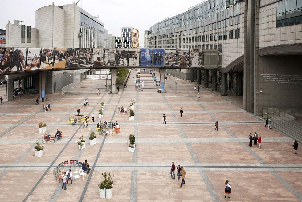 Konstelacje - projekt aranżacji placu przed wejściem do Parlamentu Europejskiego